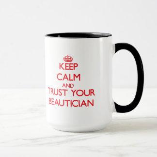 Taza Guarde la calma y confíe en a su Beautician