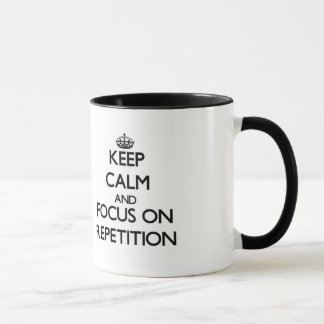 Taza Guarde la calma y el foco en la repetición