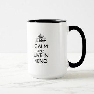 Taza Guarde la calma y viva en Reno