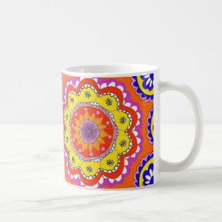Taza hecha a mano de la mandala del diseñador
