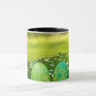 Taza Huevos de Pascua en verdes y azules de la