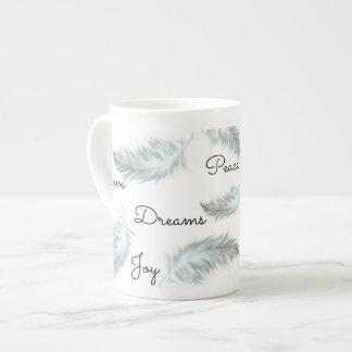 Taza inspirada de la porcelana de hueso de la