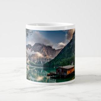 Taza italiana del jumbo de las montañas