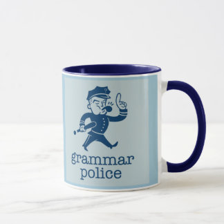 Taza la policía divertida de la gramática diseña