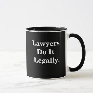Taza Los abogados lo hacen lema fresco legalmente