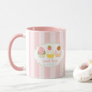 Taza Magdalenas dulces retras del café de la panadería