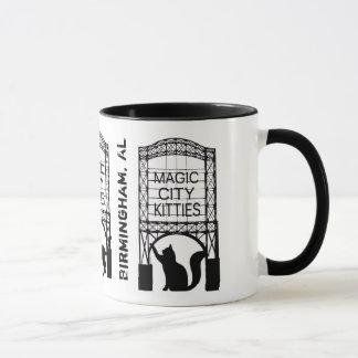 Taza mágica del campanero de los gatitos de la