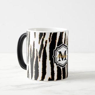 Taza Mágica Negro del monograma, blanco y rayas de la cebra