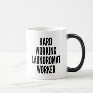 Taza Mágica Trabajador de trabajo duro de la lavandería