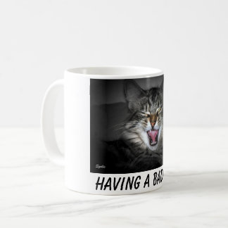 Taza malhumorada del gato del gatito