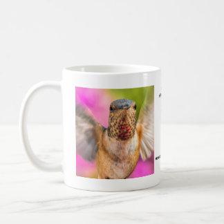 Taza masculina del colibrí de Allen