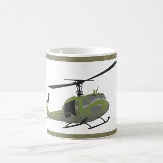 Taza militar del helicóptero de Huey