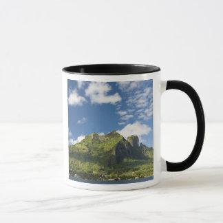 Taza Mt. Otemanu y scenics de Bora hermoso Bora