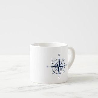 Taza náutica del café express con la estrella