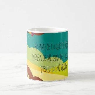 """Taza """"NO VIVO DE LO QUE EL MUNDO PIENSA DE MÍ"""" Classic White Coffee Mug"""