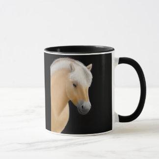 Taza noruega del caballo del fiordo