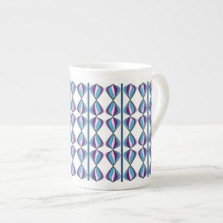 Taza orgánica del diseño en azules y púrpuras taza de porcelana