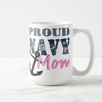 Taza orgullosa de la mamá de la marina de guerra