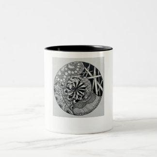 Taza original blanco y negro del zen de la mandala
