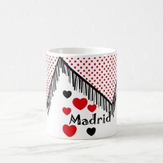 Taza para recordar Madrid en lunares rojos mantón