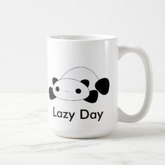 Taza perezosa de la panda del día del kawaii lindo