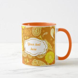 Taza Personalizable soleado amarillo-naranja de Paisley