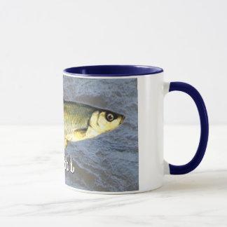 Taza Pescados de agua dulce de la barbilla, con el