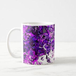 Taza púrpura floral del diseñador del remolino