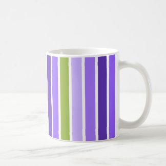 Taza púrpura y verde de las rayas