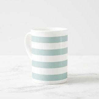 Taza rayada de la porcelana de hueso