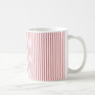 Taza roja y blanca de la tela a rayas