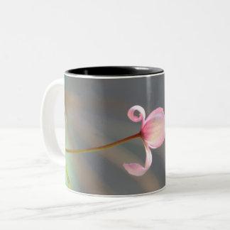 Taza rosada del brote de flor