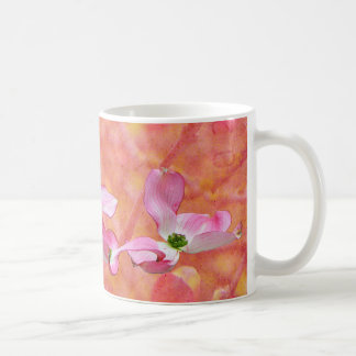 Taza rosada del diseño del flor del Dogwood