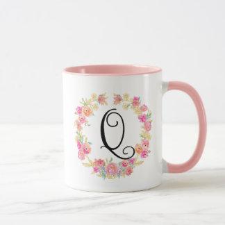 Taza rosada linda de la guirnalda de la flor del