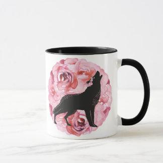 Taza rosada oscura de los rosas del lobo negro