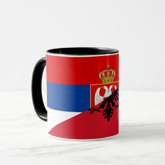Taza símbolo del país de la bandera de Serbia Albania