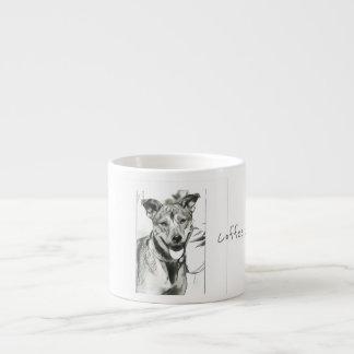 Taza sonriente del café express del perro