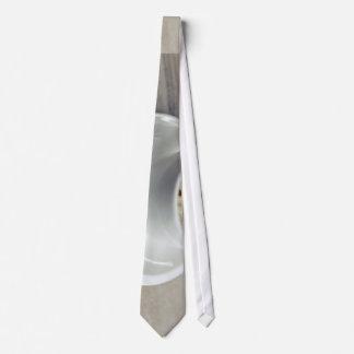Taza temática, una taza blanca de café express corbatas