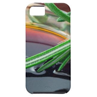 Taza transparente con las hojas de la salsa y del funda para iPhone SE/5/5s