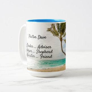 Taza tropical de la escena de la playa de la