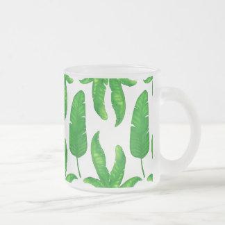 Taza tropical del vidrio esmerilado de las hojas