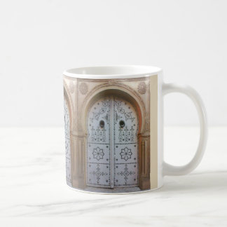 Taza tunecina tradicional de la puerta