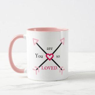 Taza Usted es así que corazón amado y flecha rosados y