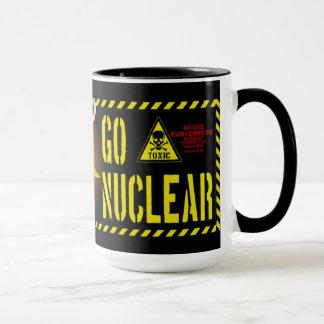 Taza Va el estilo nuclear de la cucaracha