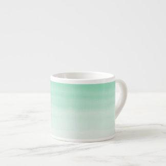 taza verde del café express del ombre