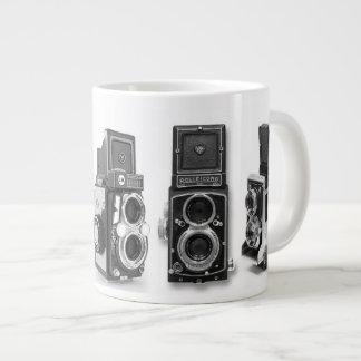 Taza vieja de la cámara de la lente gemela