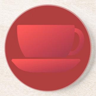 Taza y platillo rojos posavasos diseño