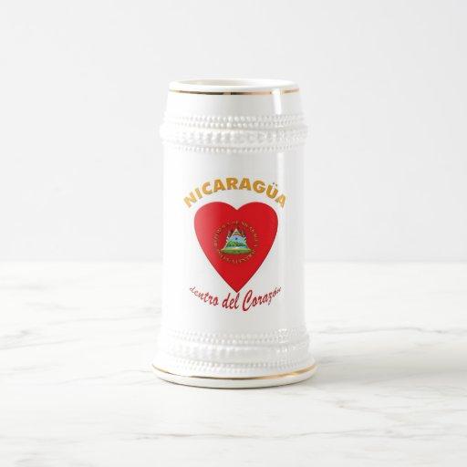Tazas de cerveza del Corazón del dentro de Nicarag
