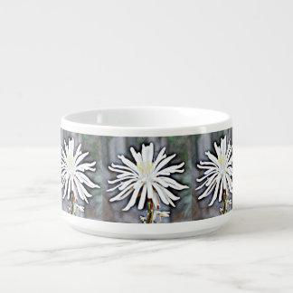 Tazón blanco de la flor del cactus