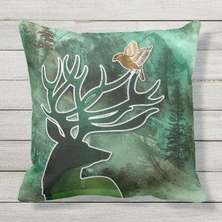 """TCWC - """"ciervos y pájaros del verde de la armonía Cojín Decorativo"""